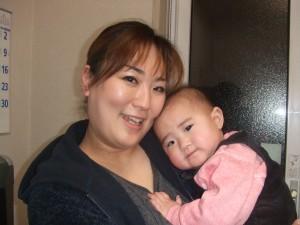 きくち接骨院での治療により不妊を乗り越えて妊娠出産された中村さんと赤ちゃんの写真